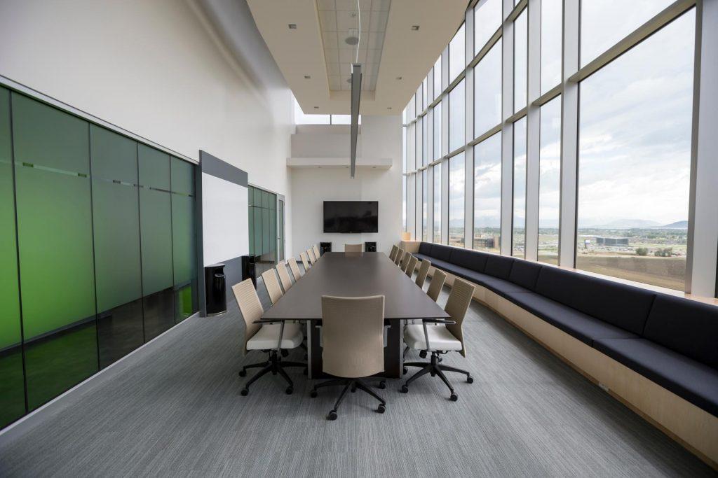 tastefully-decorarated-spacious-office MHT